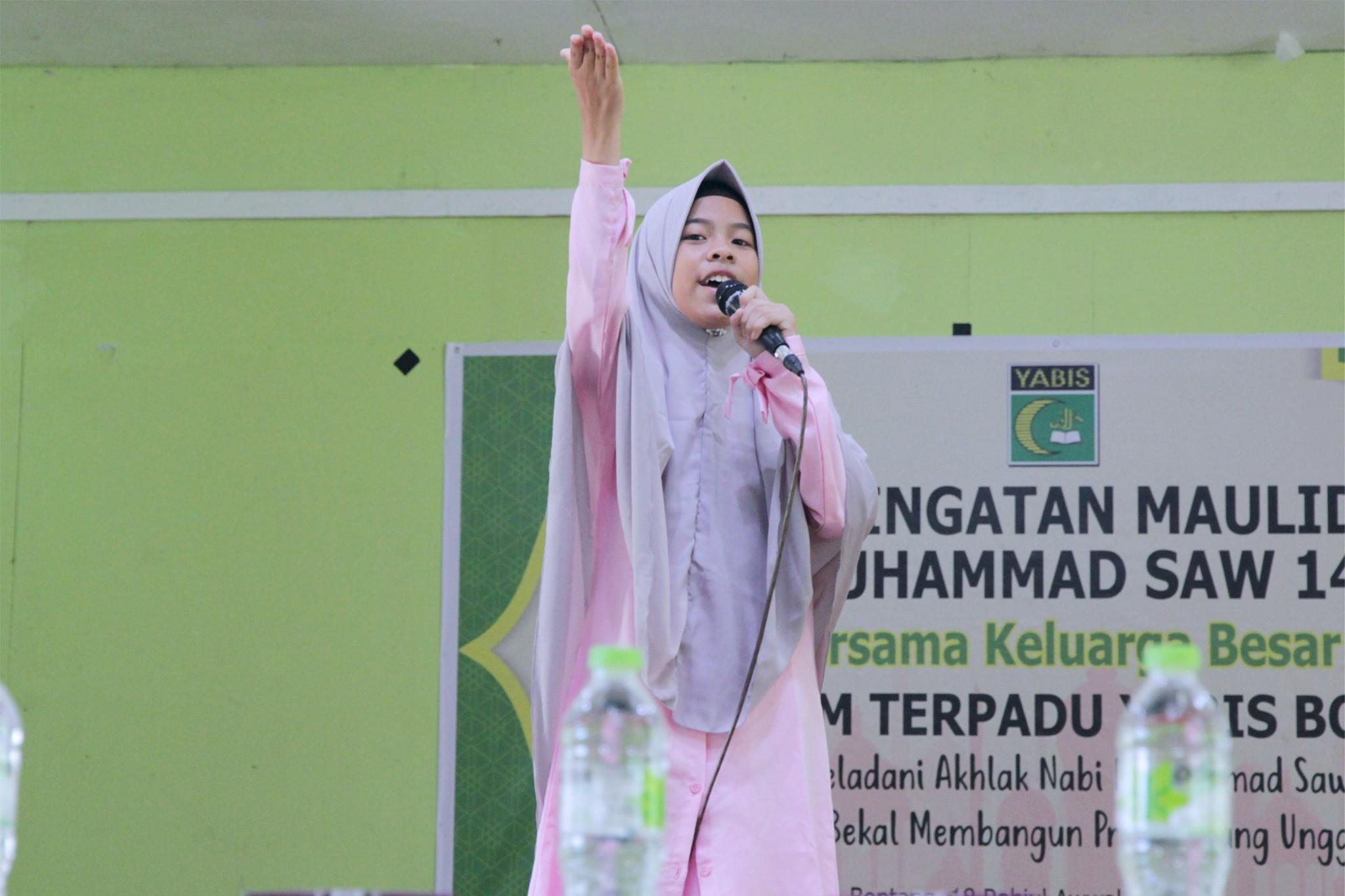 Teladani Akhlak Nabi Muhammad, SMP IT YABIS Gelar Maulid Nabi